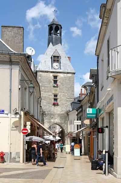 Tour de l horloge amboise c 39 est en france for L encadrure de la porte