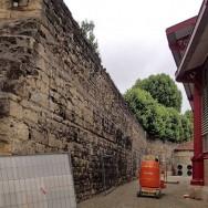 Dégagement du mur médiéval (XIVe siècle)